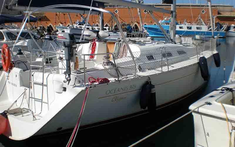 Alquilar un Velero Oceanis en Palma de Mallorca | Liveaboard Mallorca