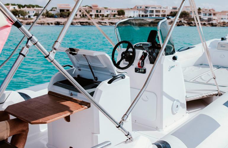 Alquilar semirrígida Ranieri Cayman en Sa Rápita   Liveaboard Mallorca